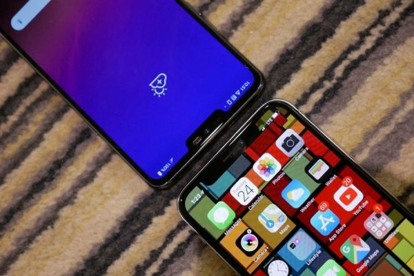 Эксперты сравнили LG G7 ThinQ и Apple iPhone X